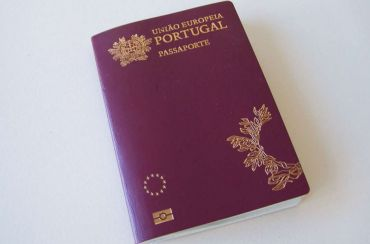 Portuguese passport cover
